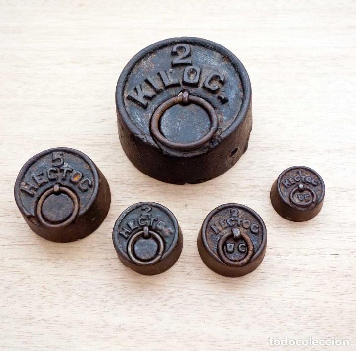 LOTE 5 ANTIGUAS PESAS BALANZA PRINCIPIOS S. XX. VINTAGE (Antigüedades - Técnicas - Medidas de Peso - Balanzas Antiguas)