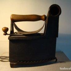 Antigüedades: PLANCHA ANTIGUA DE HIERRO DE GRAN TAMAÑO CON BASE.. Lote 68974597