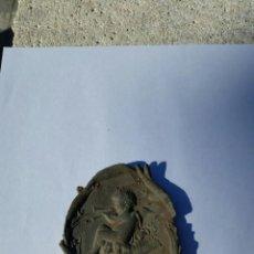 Antigüedades: CENICERO CON ANGELOTE TOCANDO UNA DOBLE FLAUTA,MUY ANTIGUO,SIGLO XIX. Lote 69039545