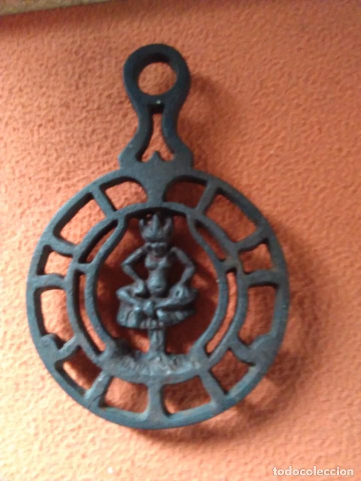 REPOSA PLANCHAS O SALVAMANTELES DE HIERRO (Antigüedades - Técnicas - Planchas Antiguas - Varios)
