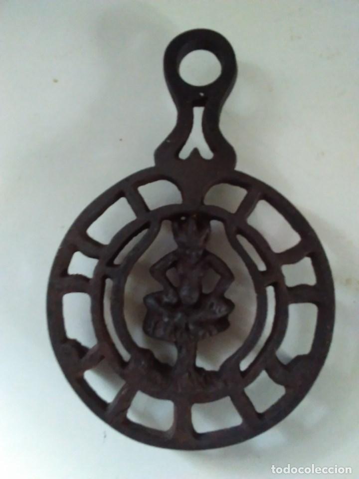 Antigüedades: Reposa planchas o salvamanteles de hierro - Foto 4 - 69065485