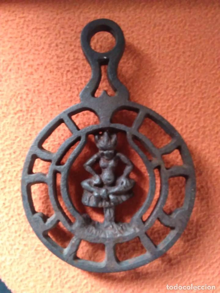 Antigüedades: Reposa planchas o salvamanteles de hierro - Foto 5 - 69065485