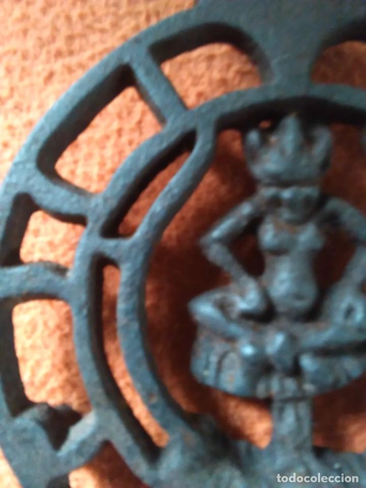 Antigüedades: Reposa planchas o salvamanteles de hierro - Foto 11 - 69065485