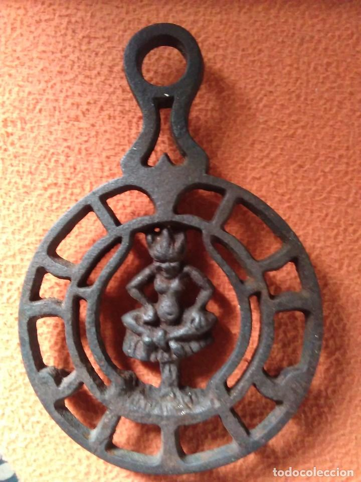 Antigüedades: Reposa planchas o salvamanteles de hierro - Foto 15 - 69065485