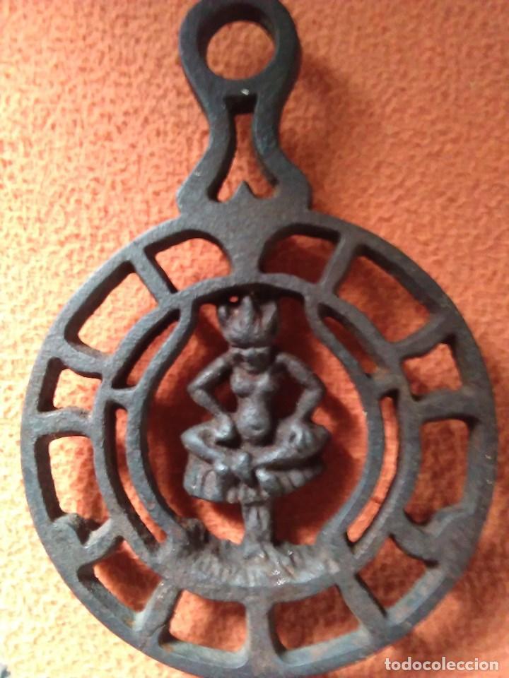 Antigüedades: Reposa planchas o salvamanteles de hierro - Foto 16 - 69065485