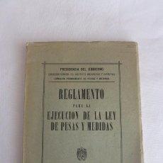 Antigüedades: LEY DE PESAS Y MEDIDAS DE 1952 REGLAMENTO PARA LA EJECUCION. Lote 69085121
