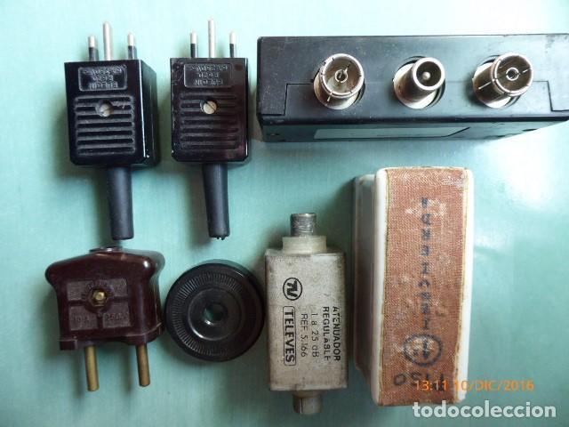 CONJUNTO DE ALGUNOS ACCESORIOS DE ELECTRICIDAD (Antigüedades - Técnicas - Herramientas Profesionales - Electricidad)