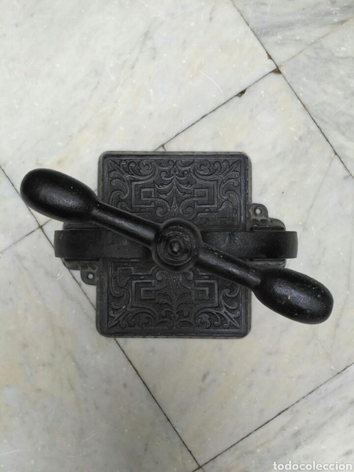 Antigüedades: Prensa de hierro de encuadernar libros del siglo XIX, imprenta - Foto 4 - 69366287