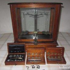 Antigüedades: ANTIGUA BASCULA - BALANZA DE LABORATORIO - FARMACIA. Lote 69512517