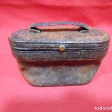 Antigüedades: ANTIGUA FUNDA DE PRISMATICOS DE PIEL. Lote 69686433