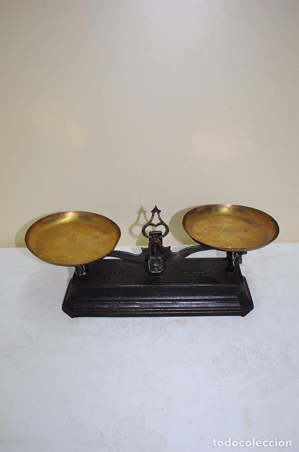 BASCULA ANTIGUA DE HIERRO FUNDIDO CON DOS PLATOS - 1 KG (Antigüedades - Técnicas - Medidas de Peso - Básculas Antiguas)
