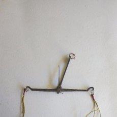 Antigüedades: BALANZA PARA EL PESO DE MONEDA ESPAÑOLA CA 1850. Lote 70133701