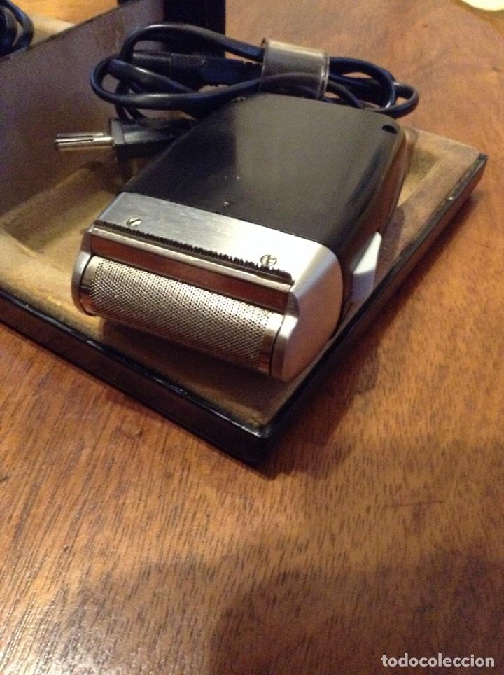 Antigüedades: Maquinilla afeitar eléctrica Braun y regalo - Foto 3 - 70247437
