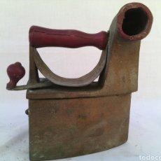 Antigüedades: ANTIGUA PLANCHA CARBON MARCA MONDRAGON N-6. Lote 71032470