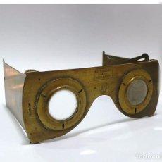 Antigüedades: VISOR ESTEREOSCÓPICO PLEGABLE DE MANO O BOLSILLO EN METAL DORADO- VERASCOPE PARÍS C.1900. Lote 71091121