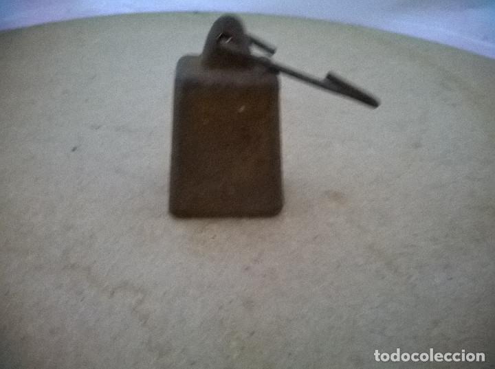 CURIOSA PESA ANTIGUA (Antigüedades - Técnicas - Medidas de Peso Antiguas - Otras)