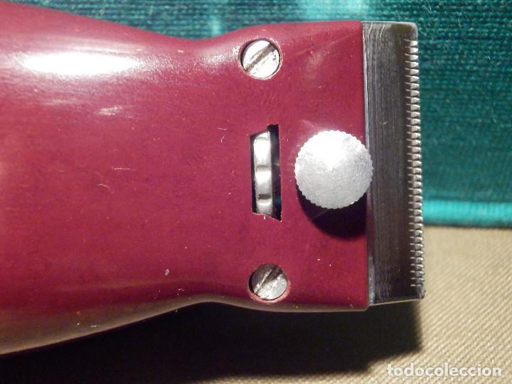 Antigüedades: Muy Bonita y Antigua Maquina Americana de Afeitar Schick Dry Shaver - Baquelita Granate, con su caja - Foto 5 - 214672832