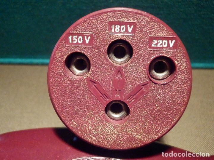 Antigüedades: Muy Bonita y Antigua Maquina Americana de Afeitar Schick Dry Shaver - Baquelita Granate, con su caja - Foto 11 - 214672832