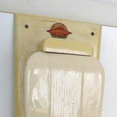 Antigüedades: ANTIGUO MOLINILLO DE CAFÉ DE PARED, MARCA LEINBROCK'S. CA. 1950. Lote 71762691