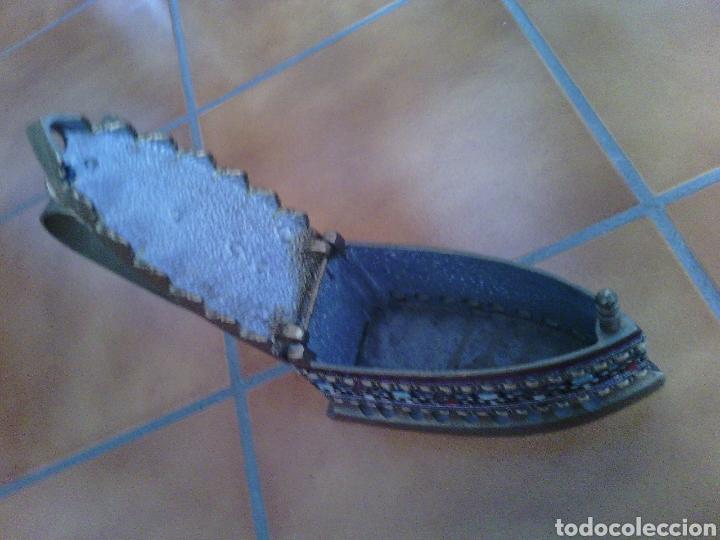 Antigüedades: PLANCHA DE HIERRO DE CARBON.. ESTÁ PINTADA Y ADORNADA. - Foto 3 - 72018450