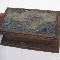 Antigüedades: PRECIOSA CAJA ANTIGUA MADERA PINTURA AL OLEO BARCO NAUFRAGIO DECORACION NAUTICA MARINA. Lote 72025639