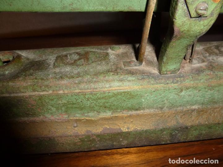Antigüedades: BALANZA BASCULA CON PESOS VERDE - Foto 8 - 72206219
