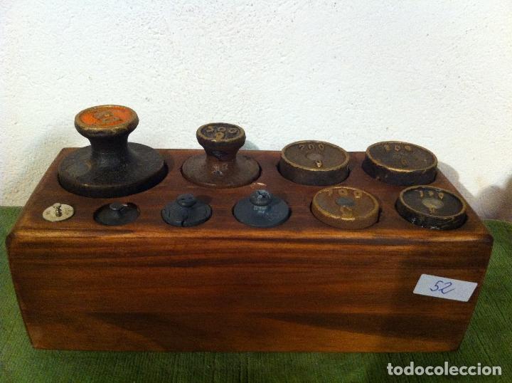 BONITO JUEGO DE 10 ANTIGUAS PESAS DE HIERRO EN TACO DE MADERA DESDE 1 KG HASTA 5G (M08) (Antigüedades - Técnicas - Medidas de Peso - Ponderales Antiguos)