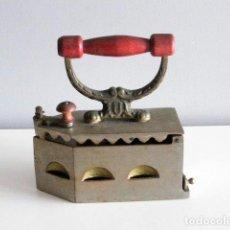 Antigüedades: PLANCHA DE CARBÓN CON PARRILLA INTERIOR.. Lote 72371007