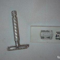 Antigüedades: MAQUINILLA GILLETTE CON HOJAS MISMA MARCA. Lote 72413911