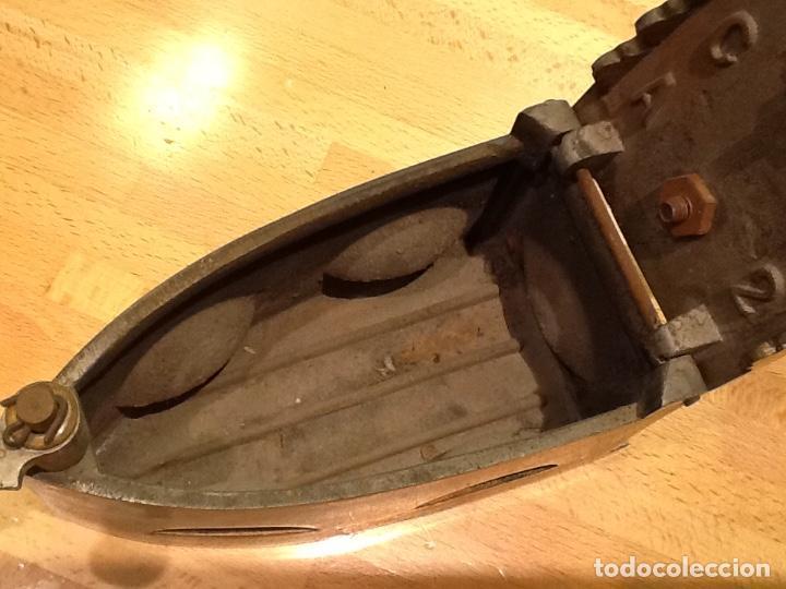Antigüedades: Antigua Plancha de Carbon . ( 20 X 9,5 X 20 ) 2,602 Kgrs. - Foto 8 - 72711875