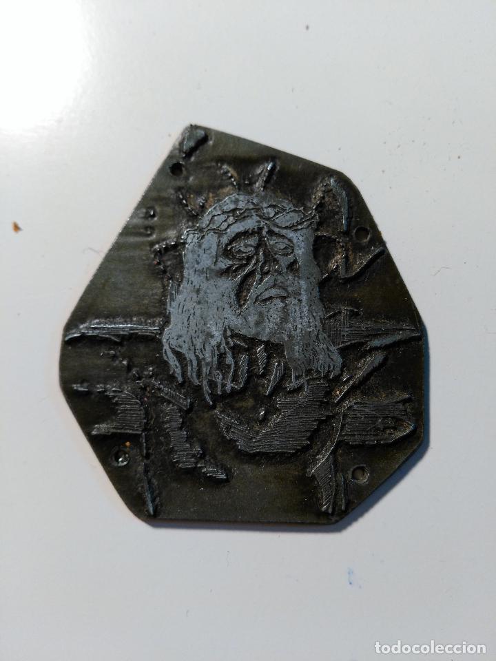 PLANCHA DE IMPRESIÓN PARA ESTAMPA RELIGIOSA. IMAGEN DE JESUS CON CORONA DE ESPINO. METAL. (Antigüedades - Técnicas - Herramientas Profesionales - Imprenta)