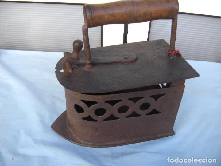 PLANCHA DE CARBÓN EN FORJA. (Antigüedades - Técnicas - Planchas Antiguas - Carbón)