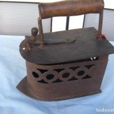 Antigüedades: PLANCHA DE CARBÓN EN FORJA.. Lote 72831131