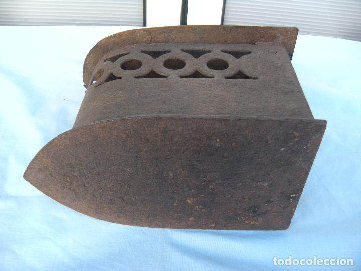 Antigüedades: PLANCHA DE CARBÓN EN FORJA. - Foto 2 - 72831131
