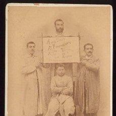 Antigüedades: PERSONAL DE PELUQUERIA BARBERIA EUGENIO FELICITANDO LAS PASCUAS D 1898 FOTO DE P. GARCIA SALAMANCA.. Lote 72849363