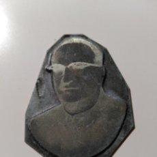 Antigüedades: PLANCHA DE IMPRESIÓN. IMPRENTA. IMAGEN DE HOMBRE CON GAFAS. METAL. Lote 73013735