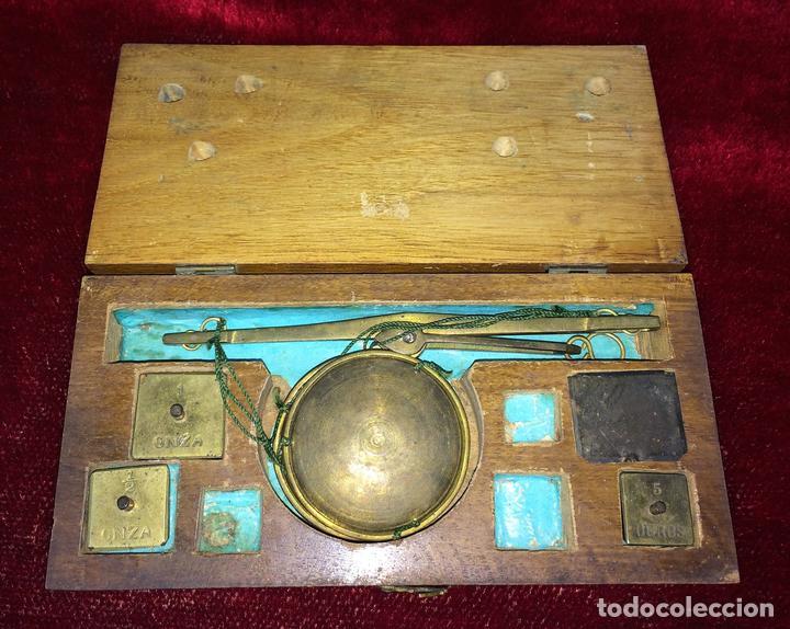 BALANZA PARA ORO. BRONCE. MADERA. ESPAÑA. XIX (Antigüedades - Técnicas - Medidas de Peso - Balanzas Antiguas)