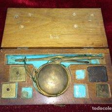 Antigüedades: BALANZA PARA ORO. BRONCE. MADERA. ESPAÑA. XIX. Lote 73018219