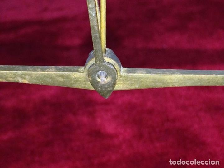 Antigüedades: BALANZA PARA ORO. BRONCE. MADERA. ESPAÑA. XIX - Foto 2 - 73018219