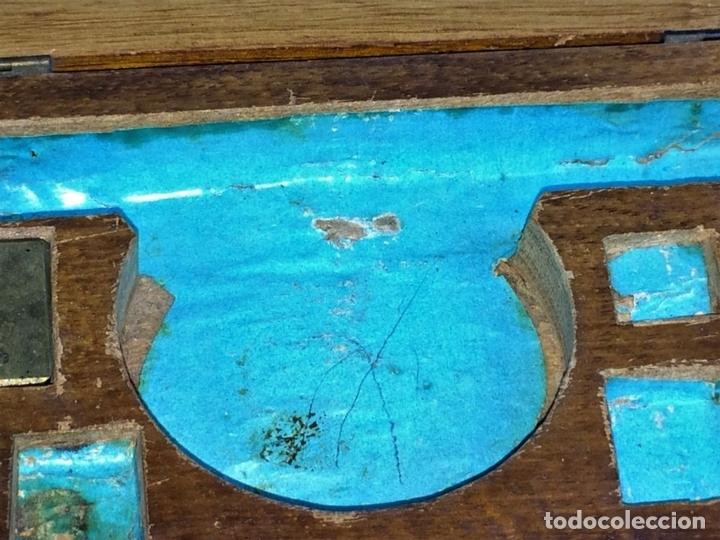 Antigüedades: BALANZA PARA ORO. BRONCE. MADERA. ESPAÑA. XIX - Foto 7 - 73018219