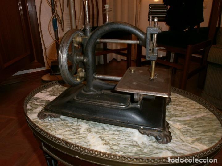 MAQUINA DE COSER GUHL & HARBECK - HAMBURG - MODELO ORIGINAL EXPRES (Antigüedades - Técnicas - Máquinas de Coser Antiguas - Otras)