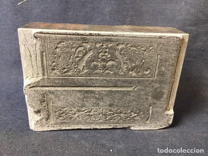 Antigüedades: plancha grabado zinc excavada constructores piano expo musica 2,5x8x5,5cms - Foto 2 - 73678895