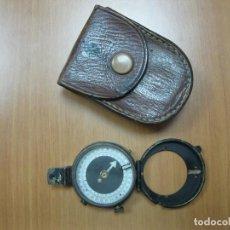 Antigüedades: ANTIGUA BRÚJULA METÁLICA CON FUNDA DE MEDIADOS DEL SIGLO XX. Lote 73707439