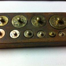 Antigüedades: BONITO JUEGO DE ANTIQUISIMAS PESAS DE BRONCE DESDE 200 G HASTA 1 G (J01). Lote 74213255