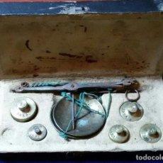 Antigüedades: BALANZA PARA PESAR MONEDAS DE ORO Y PLATA CON PONDERALES PONDERAL BALANZA MONEDAS. Lote 75054599