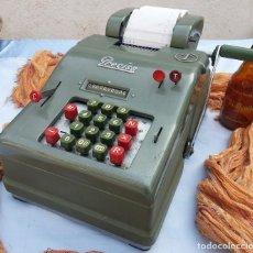 Antigüedades: ANTIGUA CALCULADORA MANUAL. MARCA PRECISA M-2 DEL AÑO 1954. OLD CALCULATOR:. Lote 75090183