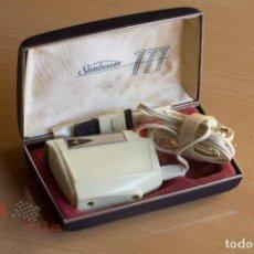 Antigüedades: MAQUINILLA DE AFEITAR SUNBEAM 777 SHAVEMASTER - CAJA ORIGINAL. Lote 75292091
