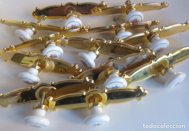 Antigüedades: LOTE DOCE TIRADORES PARA PUERTAS DE ARMARIO,CAJONES,ETC. - METAL Y PORCELANA - Foto 8 - 75440043