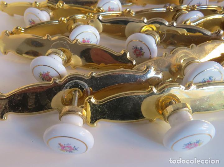 Antigüedades: LOTE DOCE TIRADORES PARA PUERTAS DE ARMARIO,CAJONES,ETC. - METAL Y PORCELANA - Foto 10 - 75440043