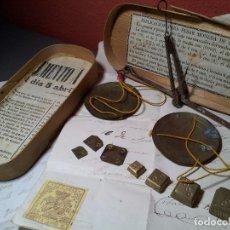 Antigüedades: BALANZA PRECISION FORJADA QUILATERA. PARA PESAR ORO .CON DOCUMENTOS . SIGLO-XIX.JUEGO PONDERALES . Lote 75875771